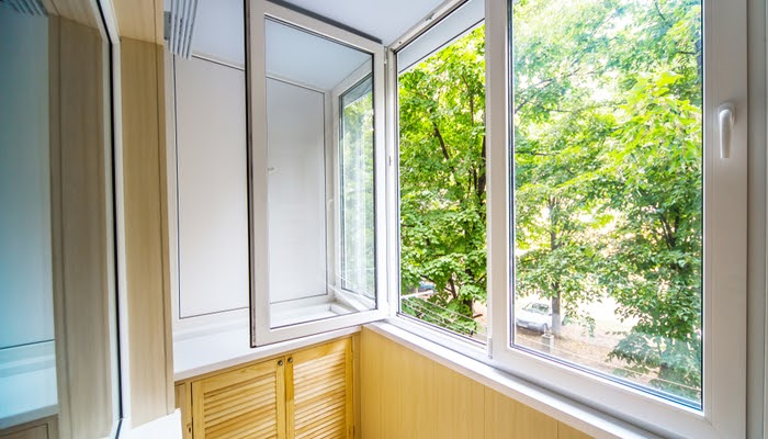 What is the average life expectancy of replacement window