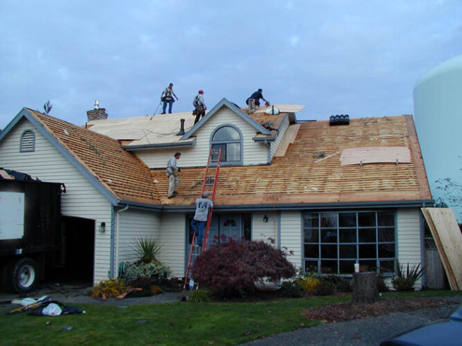 how does roofing installation work